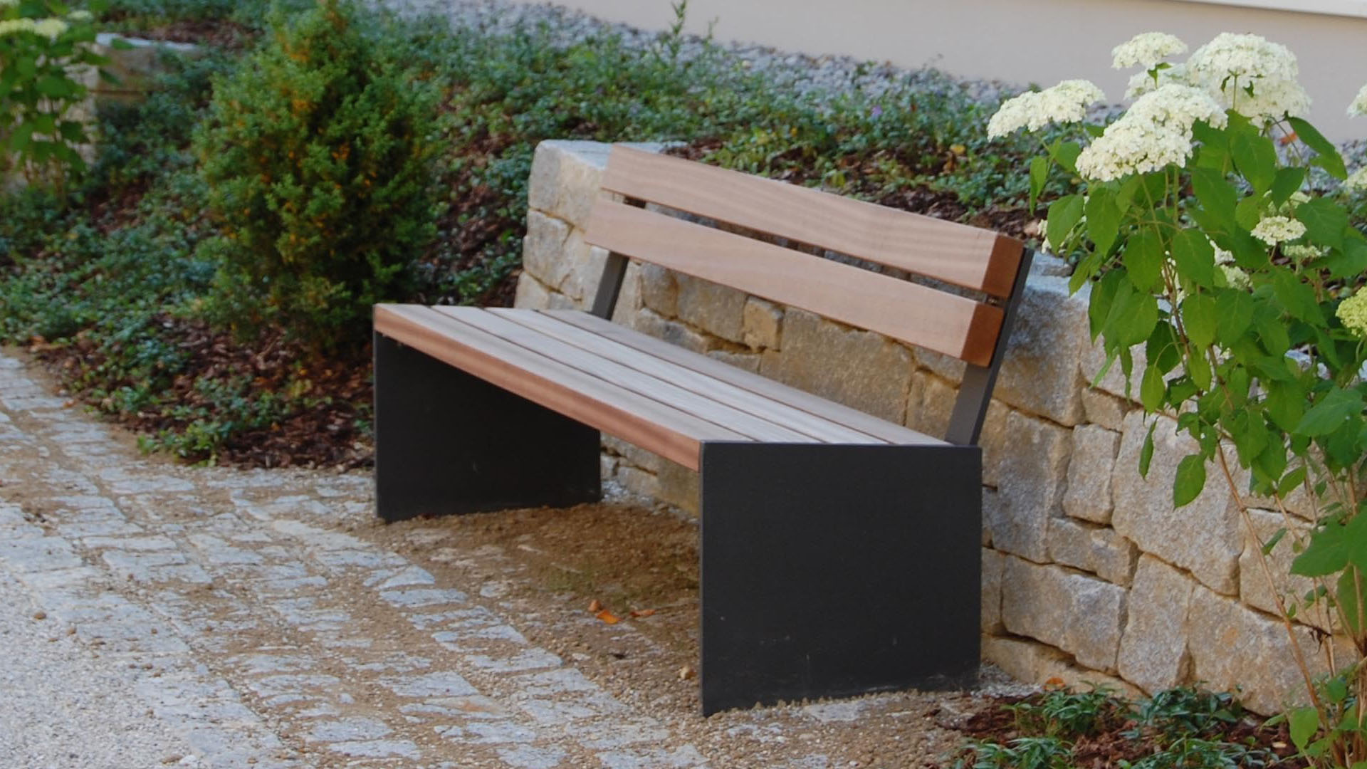 Binga Bench Seating Location image 1920x1080px